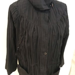 NWT Ubu crinkle travel jacket in black with pouch